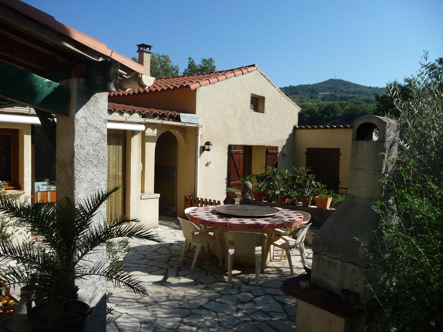 Foto s rond het huis vakantiehuis lodeve - Terras van huis ...