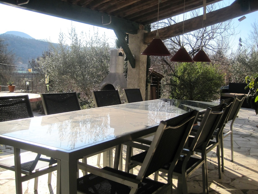 Foto s rond het huis vakantiehuis lodeve - Tapijt onder de eettafel ...